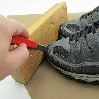 Separating the glued shoe from the clamp boards using a Scotty Peeler.